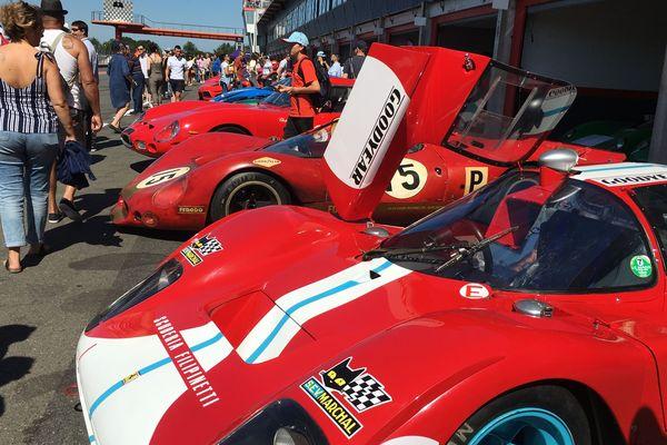 Ferrari et autres prestigieux bolides sont en démonstration sur le circuit du Vigeant (Vienne) jusqu'à dimanche.