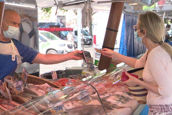 Le port du masque désormais obligatoire sur les marchés de Caen, Deauville, Cabourg et Granville