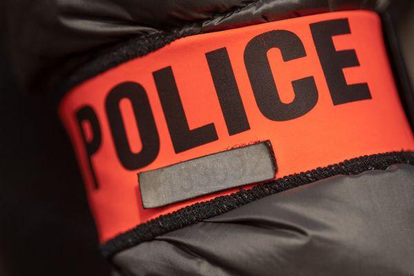 Quatre jeunes hommes ont été condamnés mercredi par le tribunal de Créteil à de la prison ferme pour avoir organisé la prostitution de cinq jeunes femmes dont deux mineures.