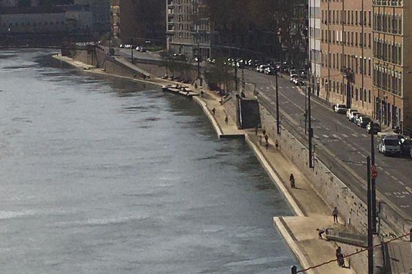 Sur les berges de Saône, dans le 1er arrondissement, les flaneurs ont disparu