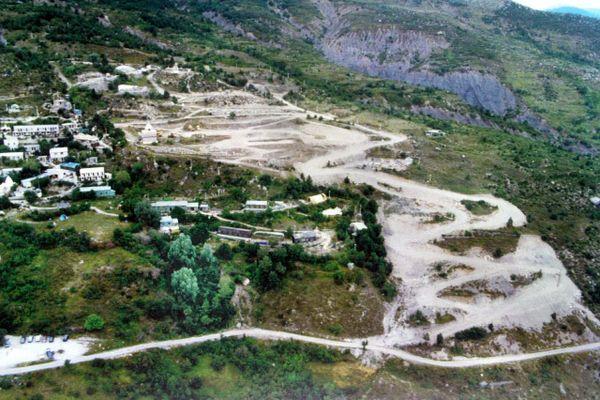 23 ans après la mort de Gilbert Bourdin, les riverains attendent toujours que la piste menant au futur temple soit remise en état.