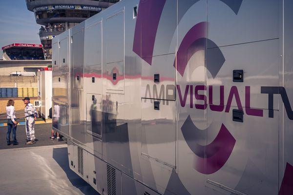 Un car régie d'AMP Visual TV aux 24 Heures du Mans en 2015.
