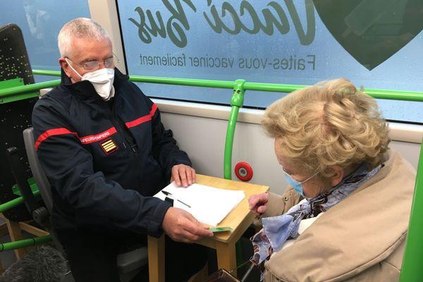 Un court entretien médical avant la vaccination proprement dite.