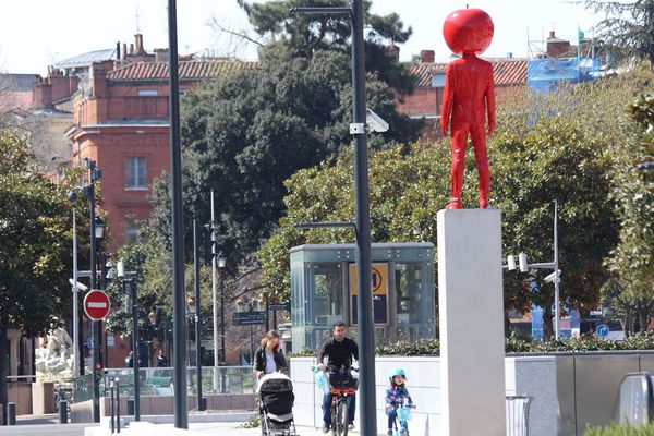 Le sculpteur cherche désormais à installer ses oeuvres à des emplacements plus difficiles d'accès