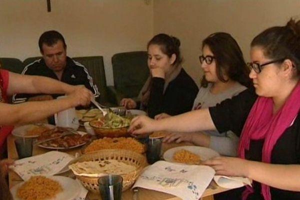 La famille Checha est arrivée d'Irak il y a deux mois, après avoir été volée et menacée de mort par Daesh.