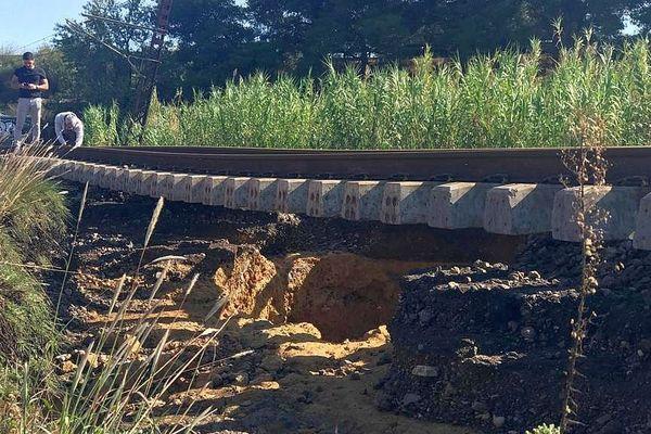 Entre Sète et Béziers - la ligne ferroviaire endommagée par les inondations. Il n'y a plus aucun train - octobre 2019.