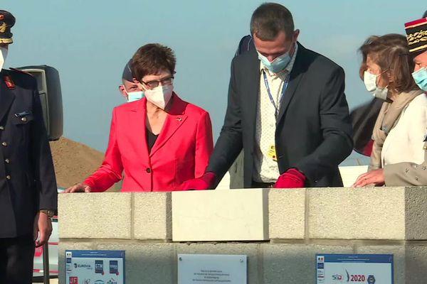 Florence Parly, ministre des Armées et Annegret Kramp-Karrenbauer, ministre de la Défense de la république fédérale d'Allemagne à la base 105 d'Evreux le 17 septembre 2020.