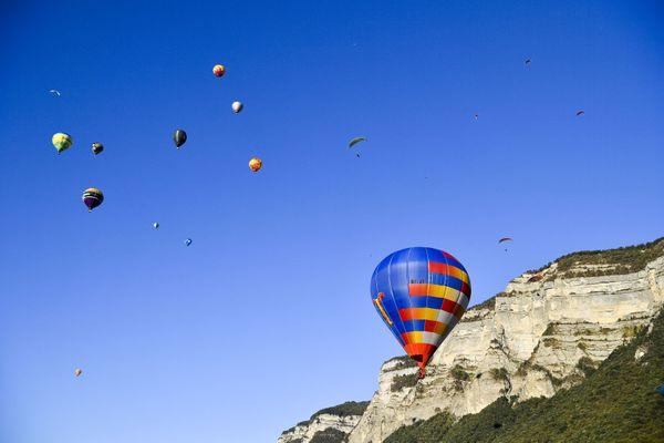 La Coupe Icare est le plus grand festival de vol libre au monde.