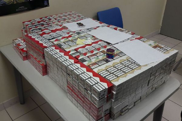 Les 147 cartouches de cigarettes saisies par les Douanes à l'aéroport de Rennes