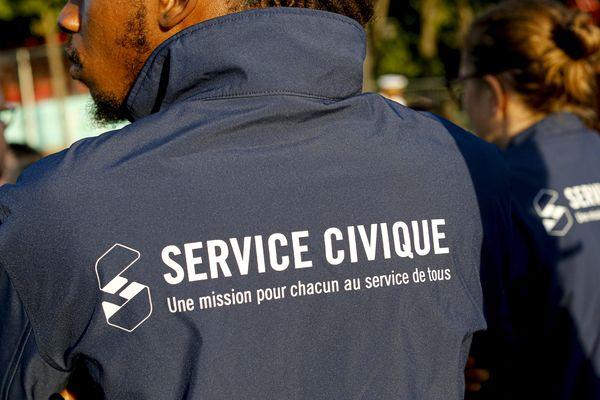 David Fatier, est un jeune lyonnais de 19 ans, volontaire du Service Civique. Il défile pour la première fois à Paris à l'occasion de la fête nationale. Il raconte sa fierté.