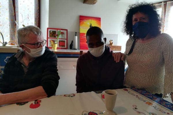 En grève de la faim depuis 13 jours, Eric Durupt, enseignant du Puy-en-Velay, lutte pour que Madama, jeune Malien réfugié, puisse rester en France.