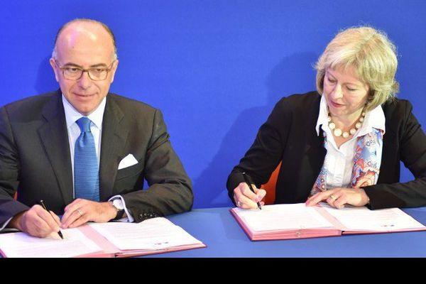 Bernard Cazeneuve et Theresa May ont paraphé un nouvel accord à Calais ce jeudi.