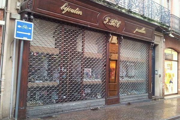 Le braquage a eu lieu ce mercredi matin dans cette bijouterie du centre ville d'Albi.