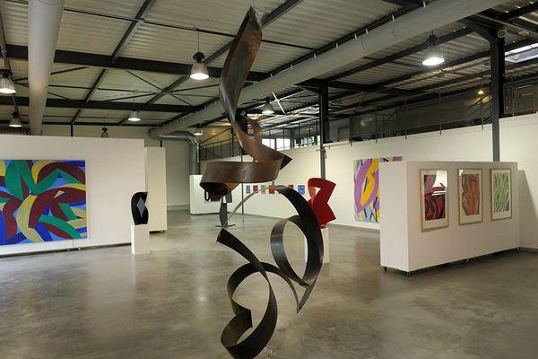 Les visiteurs pourront prolonger la visite dans le jardin de sculptures, composé d'œuvres monumentales d'artistes de renom.