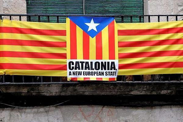 Gérone (Espagne) - les drapeaux de Catalogne montrent le sentiment nationaliste voire indépendantiste de la province - archives