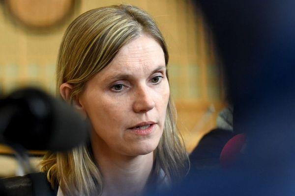 La ministre déléguée à l'Industrie, Agnès Pannier-Runacher, en train de parler à la presse.