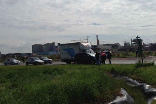 Opération escargot à Outarville ( Loiret) en ce moment, menée par les salariés de l'entreprise Steco Power, fabricant de batteries automobiles.