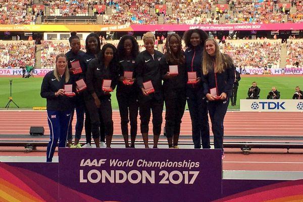 Le vrai podium du 4 x 400 des mondiaux d'athlétisme de Barcelone en 2013 est enfin reconstitué avec les relayeuses américaines médaille d'or, les anglaises médaille d'argent et les françaises des médailles de bronze.