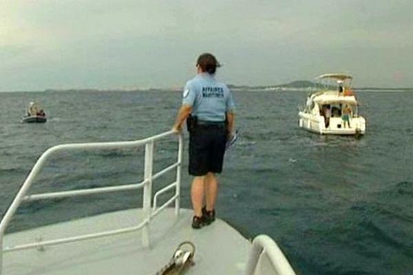 Au large entre Sète et Agde, un contrôle des affaires maritimes - juillet 2014.