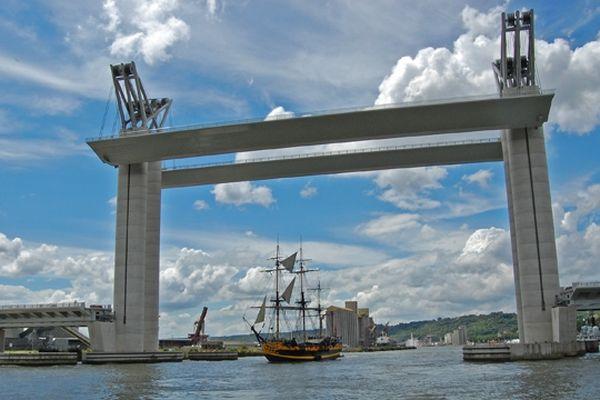 Levée du pont Flaubert en juillet 2008