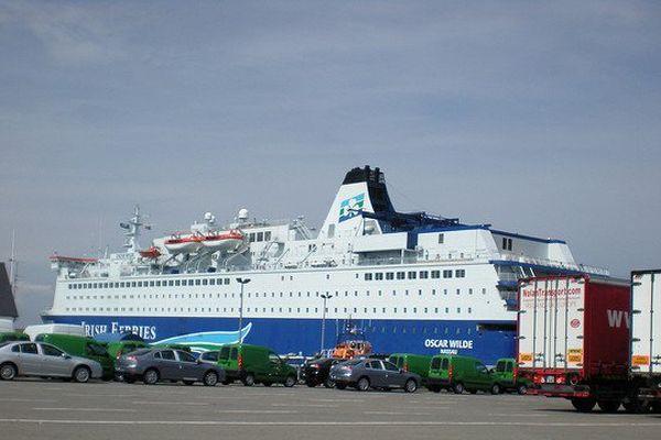 Un ferry sur le port de Rosslare.