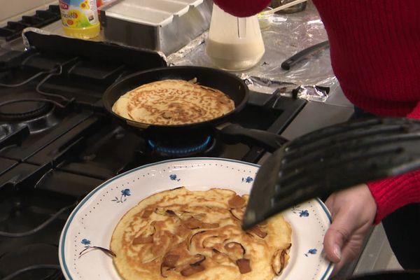 Les crapiaux du Morvan sont cuits traditionnellement sans autre matière grasse que celle du lard qui fond dans la poêle.