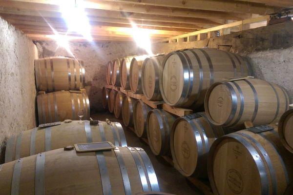 Près de Hérisson, dans l'Allier, les whiskys vieillissent au minimum trois ans, dans d'anciens fûts de sauternes, des fûts neufs de Tronçais ou des fûts rouges, en fonction du résultat désiré.