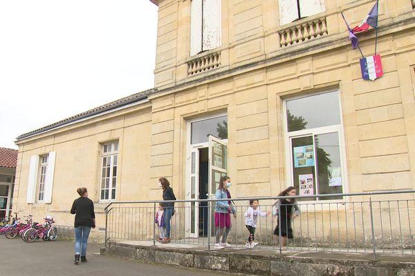 Comme 92 autres établissements dans le département, l'école des Cavailles a une classe de fermée suite à l'absence d'un professeur.