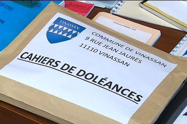 Albas, Vinassan, Montolieu... les maires qui ont ouverts des cahiers de doléances dans l'Aude sont venus les apporter à la préfecture
