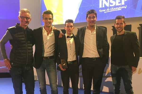 Thomas Bonnet, au centre, entouré (de gauche à droite) d'Yvon Vauchez (sélectionneur de l'équipe de France VTT) , François Trarieux (CTR Limousin), Alexandre Boyon (journaliste France TV) et David Giraud (entraîneur de Thomas depuis son entrée au Pôle de Gueret en 2014)