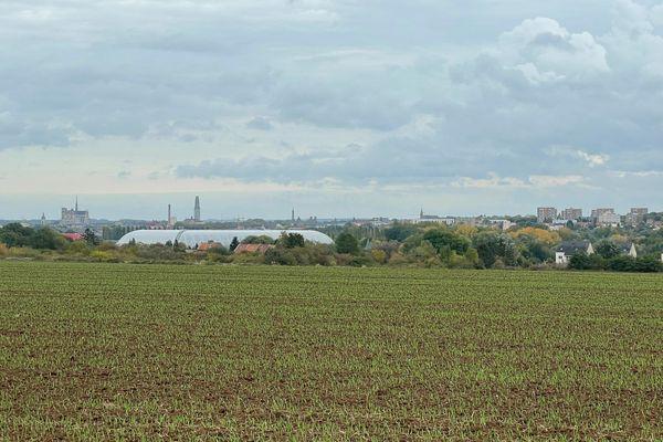 La zone Boréalia 2 se situe à la sortie de l'autoroute A 16, entre la vallée de la Somme et la vallée de Grâce, sur un plateau agricole avec vue sur le centre d'Amiens.