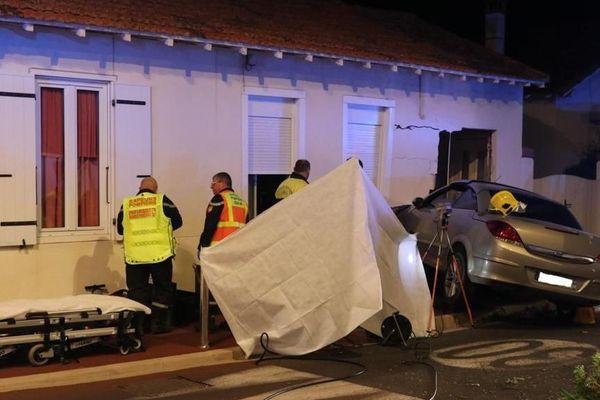 La victime percutée s'est retrouvée coincée entre la voiture et le mur de la maison