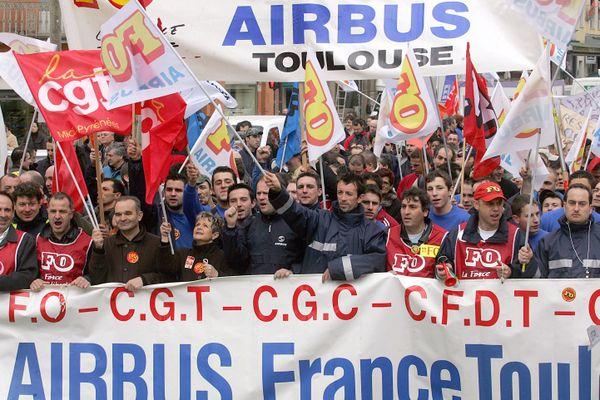 Entre 12 000 et 15 000 personnes avaient manifesté à Toulouse le 6 mars 2007 contre les suppressions de postes du plan Power 8 chez Airbus