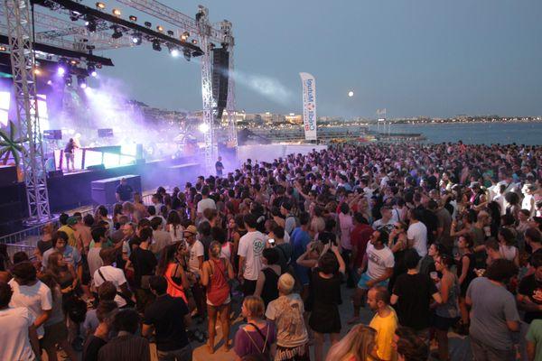 La foule des Plages électroniques de Cannes en 2012.