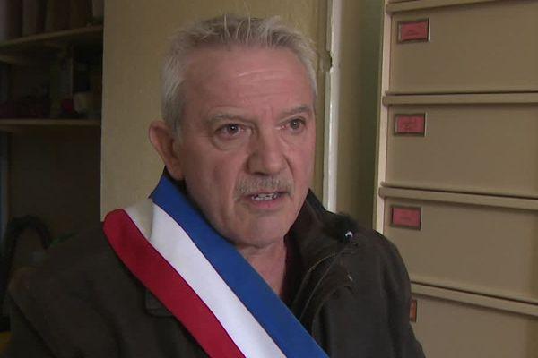Jean-Claude Combret ne veut plus de l'écharpe tricolore qu'il porte depuis 2008 dans sa commune Ruch en Gironde