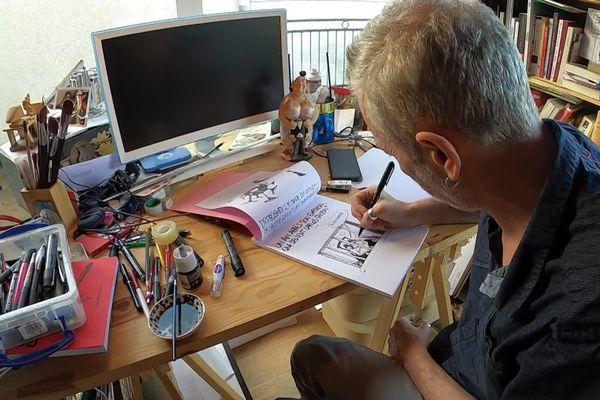 Le dessinateur de presse Bauer illustre l'actualité pour le quotidien le Progrès depuis 2004