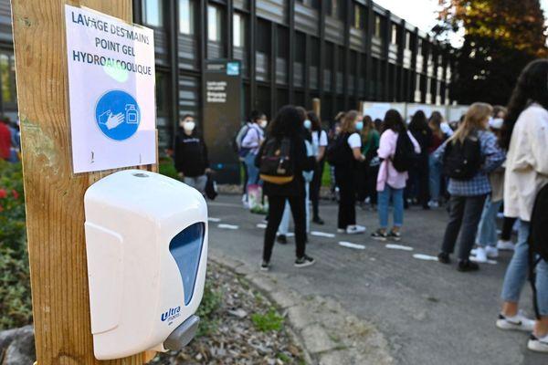 Le protocole sanitaire prévu pour la rentrée des classes par Jean-Michel Blanquer est très critiqué.