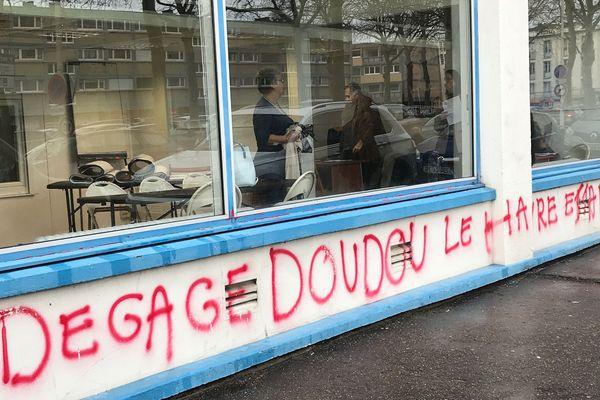 Vendredi 13 février 2020, la façade de la permanence de campagne d'Edouard Philippe en partie nettoyée au Havre.