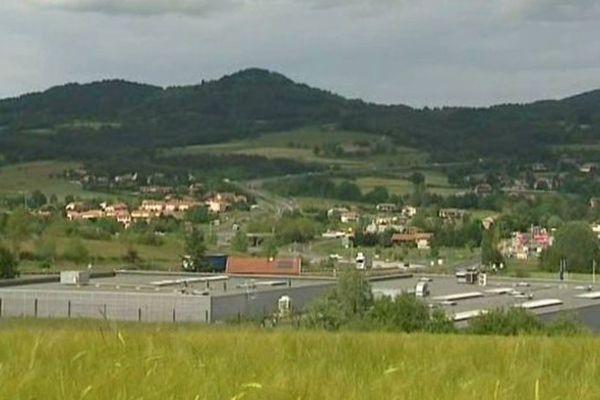 Rhône-Alpes est le premier partenaire économique de l'Auvergne. En 2011, trois millions et demi de tonnes de marchandises ont pris la route de l'Auvergne vers Rhône-Alpes.