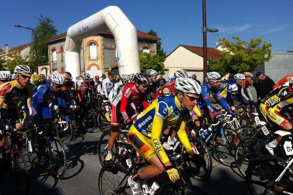 Départ de la 2ème étape des Boucles de la Marne 2013, à Witry-les-Reims, le 25 mai 2013.