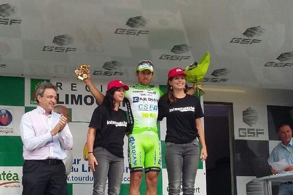 Sonny Colbrelli endosse le maillot jaune  l'issue de la première étape du Tour du Limousin 2015
