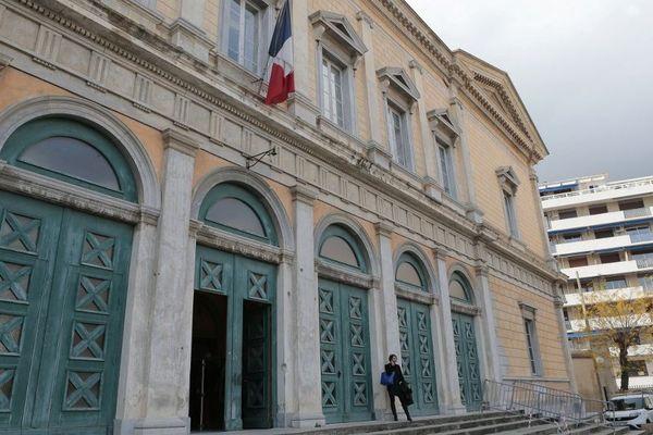 Un homme a été condamné à 18 mois de prison ferme pour trafic de stupéfiants et détention d'arme par le tribunal de Bastia.