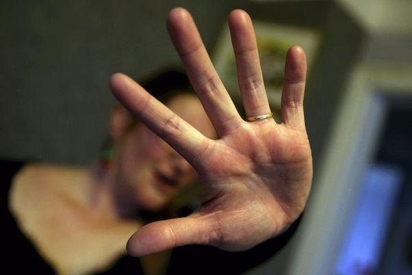 Chaque année, 225 000 femmes sont victimes de violences physiques et/ou sexuelles de la part du conjoint
