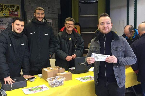 À 15h, près de 2 000 billets étaient déjà vendus au kiosque du centre-ville pour le match de 32èmes de finale opposant le Stade Pontivyen à l'En Avant de Guingamp.