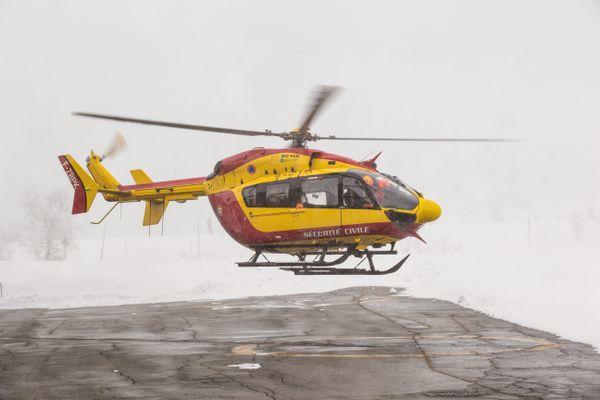 L'hélicoptère de la sécurité civile a été déployé pour retrouver les deux victimes de l'avalanche