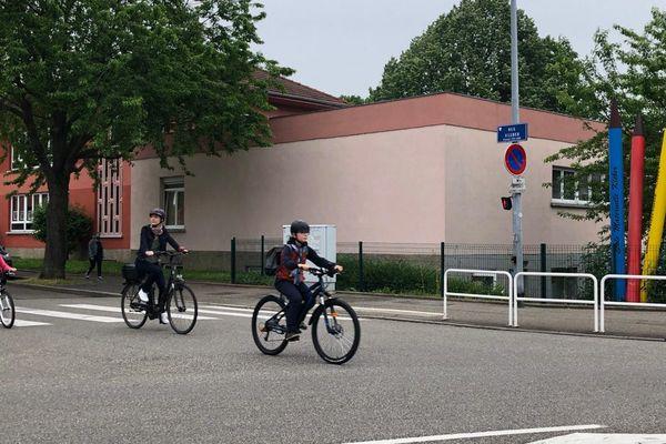 """Le défi """"A l'école à vélo"""" démarre ce lundi 7 juin pour cinq jours, dans cinquante écoles et collèges de l'Eurométropole de Strasbourg."""