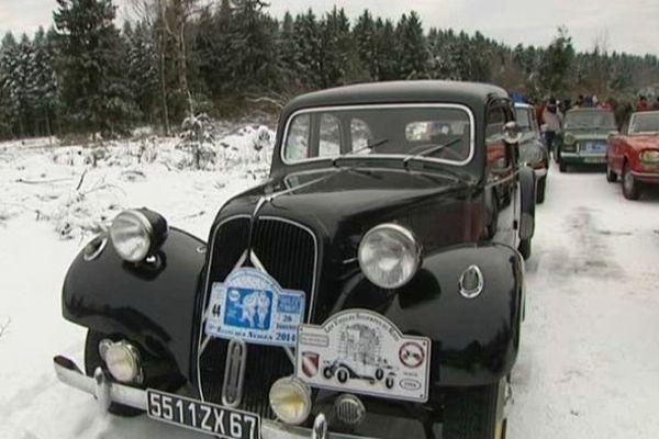 Une cinquantaine de vénérables automobiles ont participé au Rallye