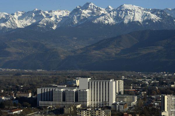 Le CHU Grenoble-Alpes compte toujours de nombreux malades atteints du Covid-19. (Illustration)