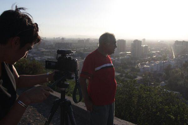"""La réalisatrice de documentaires montpelliéraine Elvira Diaz sur le tournage de """"El patio"""" à Santiago du Chili en 2016"""