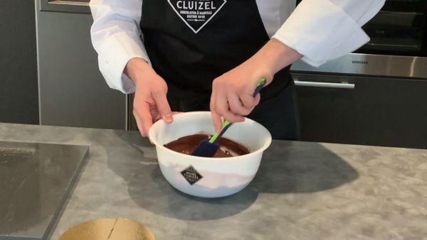 Faire dondre 300 g de chocolat à 72%